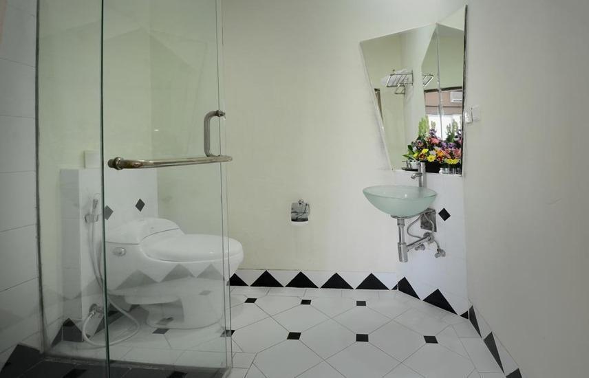 Hotel Bali Breezz Bali - Kamar mandi