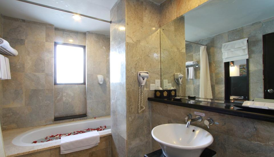 The Lokha Legian Bali - Family Bathroom