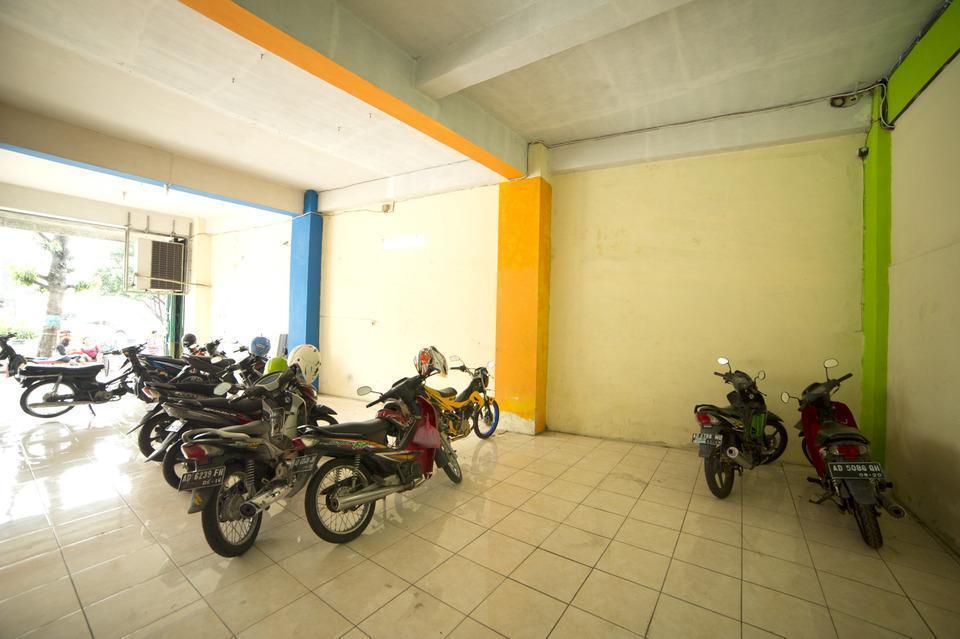 Airy Eco Syariah Solo Baru Sukoharjo Soekarno 20 - Parking