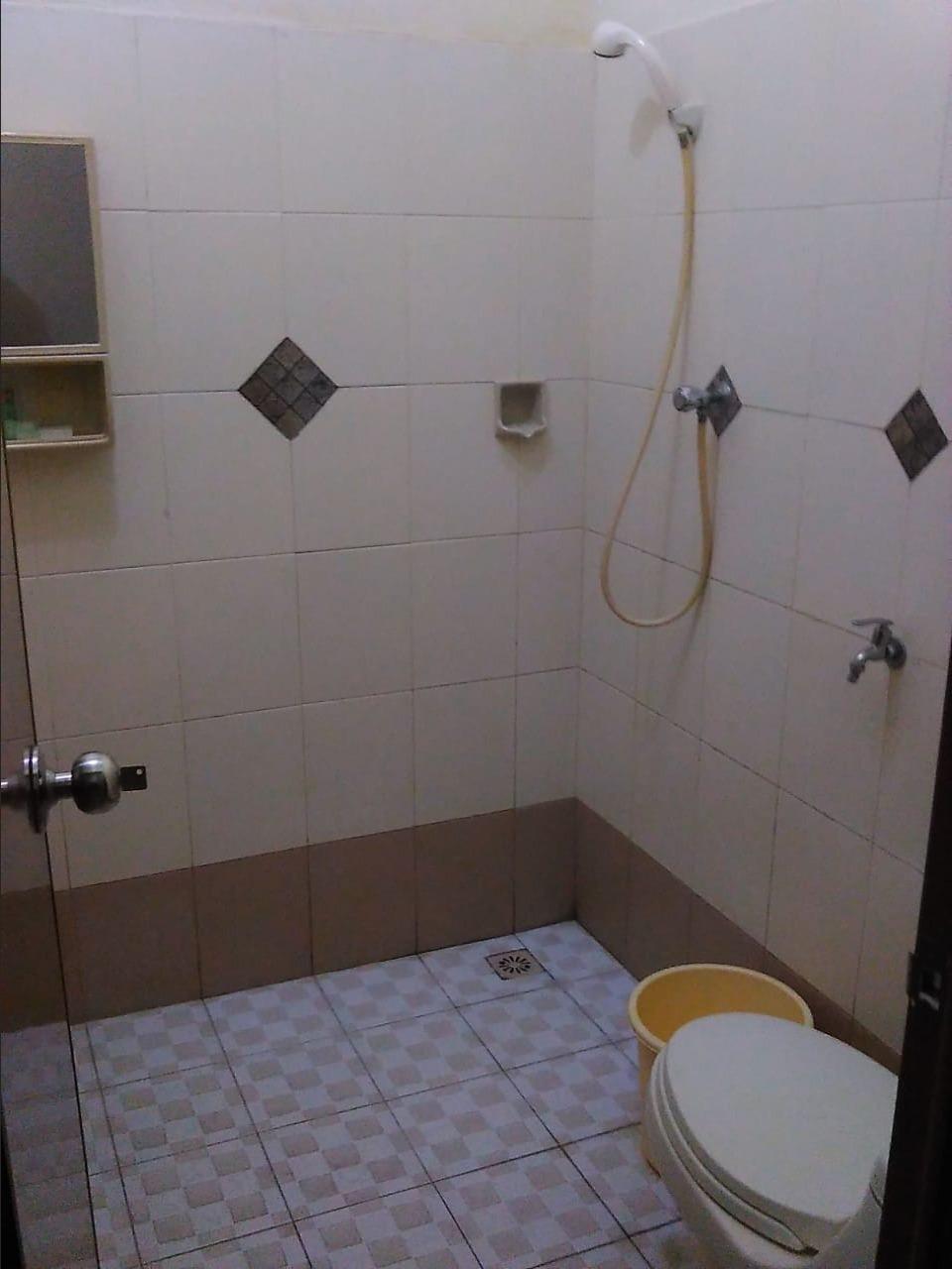 Adalia Homestay Semarang - bathroom