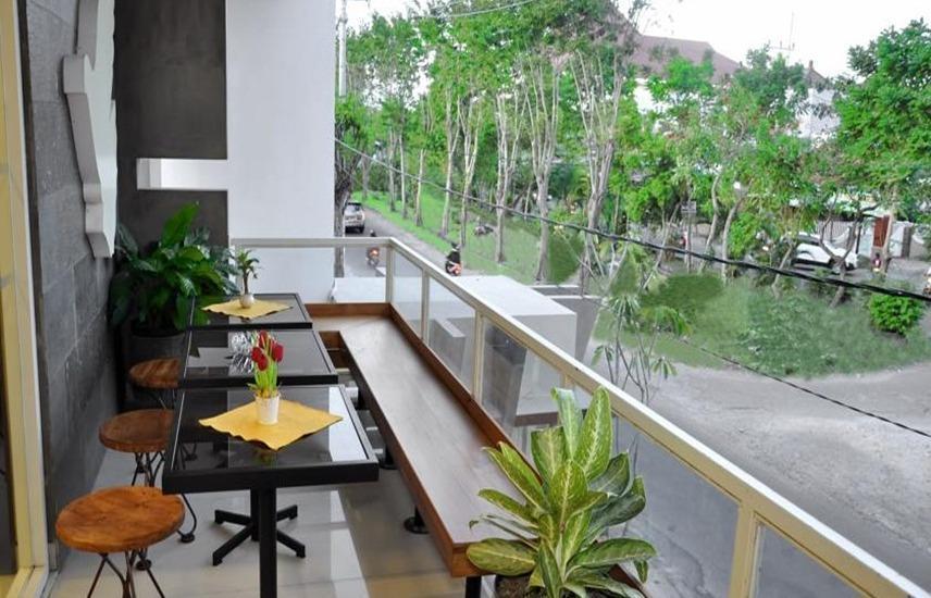 Metro House Surabaya - Balkon
