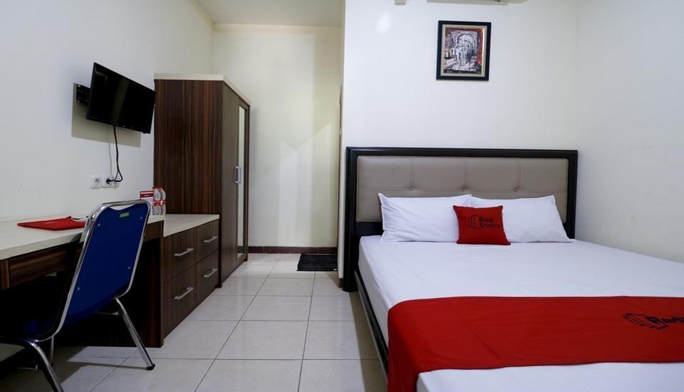 RedDoorz Plus near Universitas Indonesia Depok - Room