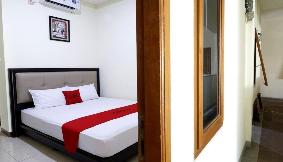 RedDoorz Plus near Universitas Indonesia Depok - RedDoorz Room Regular Plan