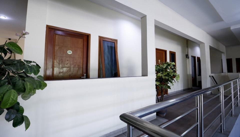 RedDoorz Plus near Universitas Indonesia Depok - Interior