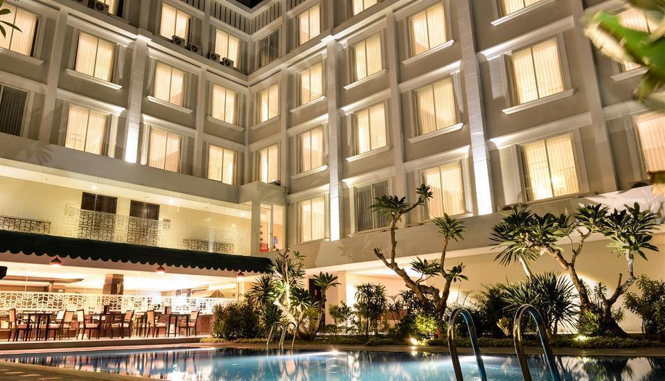 LYNN Hotel Yogyakarta - Sisi Kolam Renang