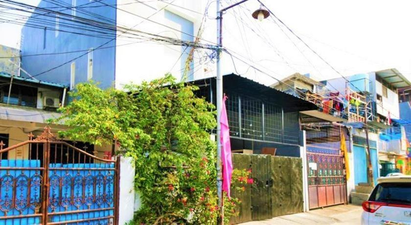 Kamar Keluarga Jelambar Jakarta - Facade