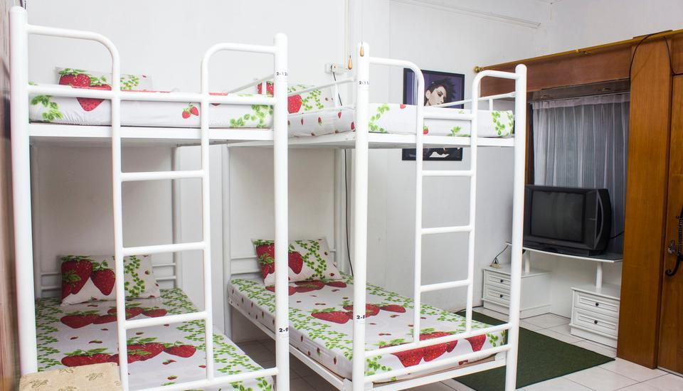 The Blessing House Bed & Breakfast Bandung - Dormitory Room Male (Shared room) - Tarif Untuk 1 Orang Regular Plan