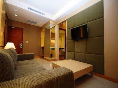 Sun Royal Hotel Kuta - Suite - ruang tamu