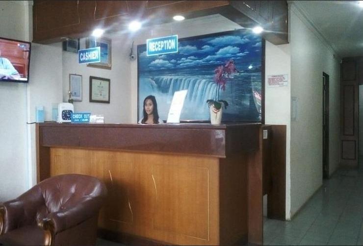 Hotel Sindo Gemilang Batam - receptionist