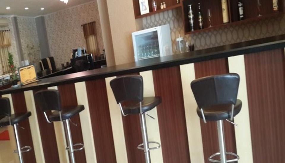 Elfah Hotel Manado - Bar