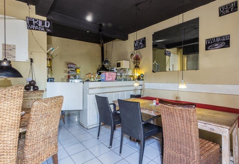 RedDoorz @Pengubugan Kerobokan Bali - Ruang makan