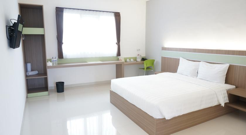 Rumah Cassa Guest House Surabaya - Deluxe Room Only HOT DEAL