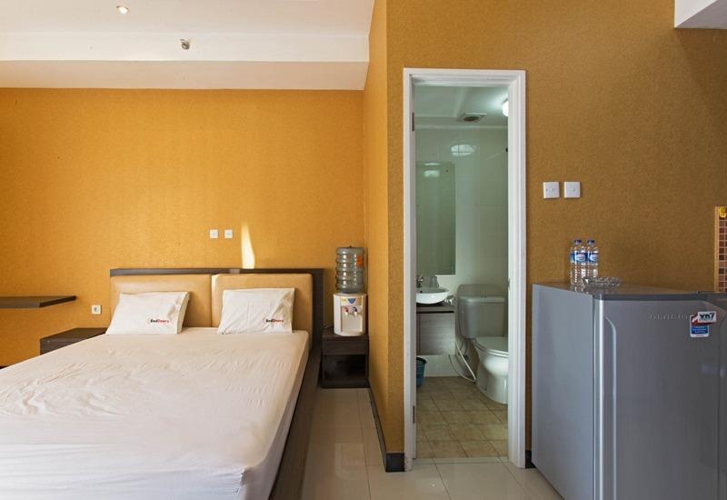 RedDoorz Apartment @Season City Jakarta - Kamar tamu