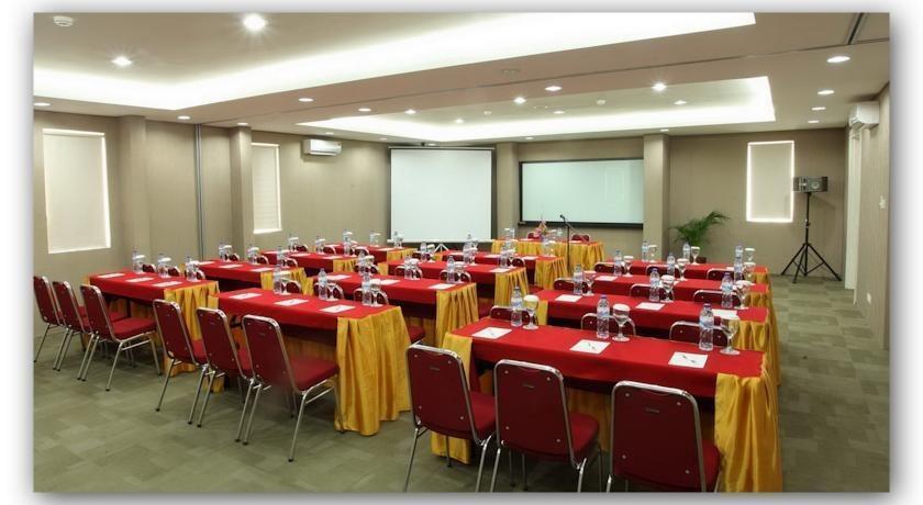 Hotel Dragon Inn Jakarta - 4