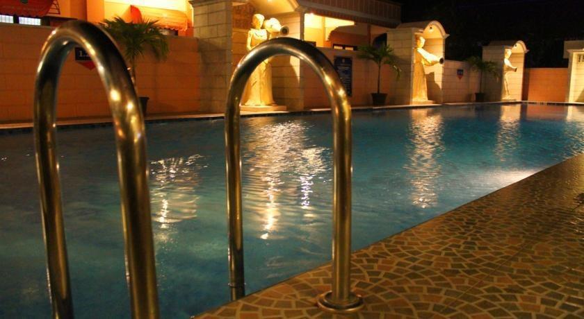 Mega Lestari Balikpapan - Swimming Pool