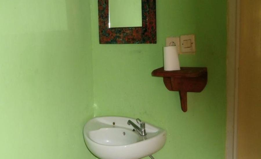 Andi Homestay Lombok - Kamar mandi