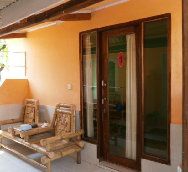 Andi Homestay Lombok - Kamar tipe deluxe double room dengan AC