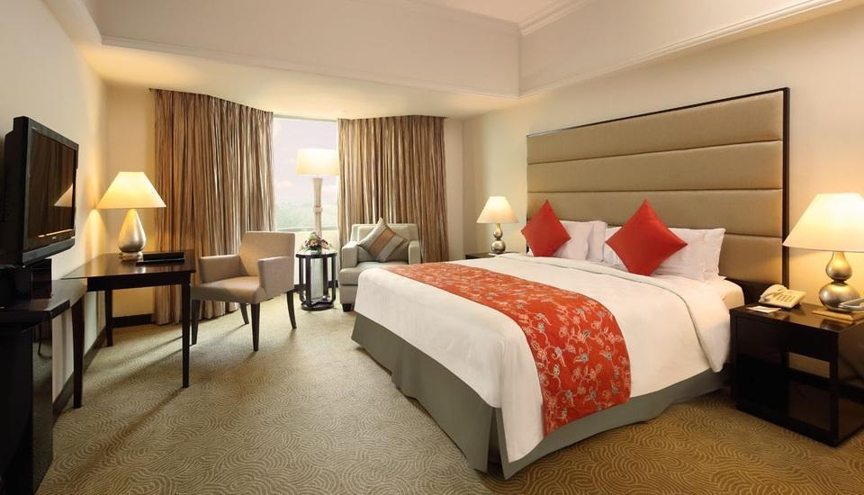 Hotel Aryaduta  Pekanbaru - Business Suite Room Only min stay 5 nights get 20% discount