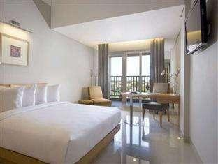 Hotel Santika Jemursari - Executive Room King with Balcony Regular Plan