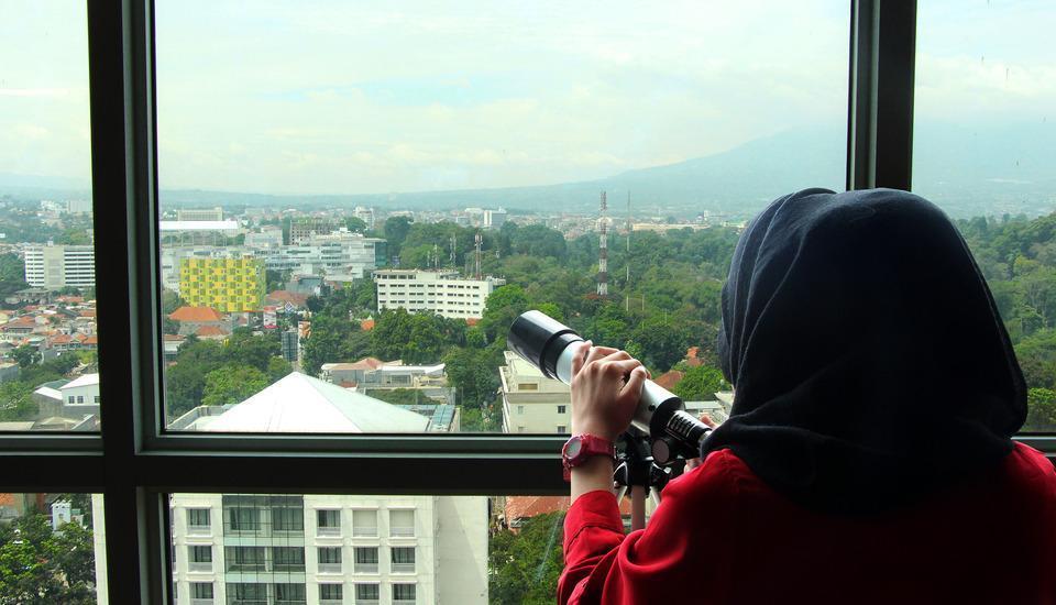 Salak Tower Hotel Bogor - free telescope