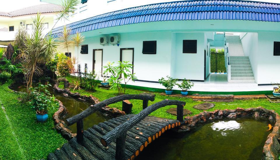 Mahkota Hotel Genteng Banyuwangi - Taman