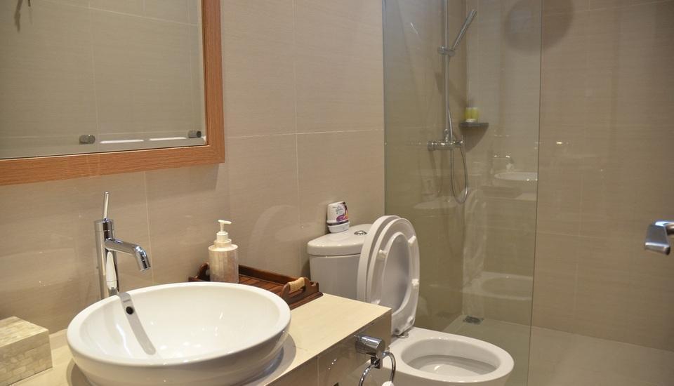 7 BR Pool Villa Dago Hill View Bandung - Bath Room