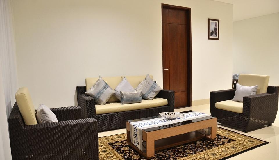 7 BR Pool Villa Dago Hill View Bandung - Living Room