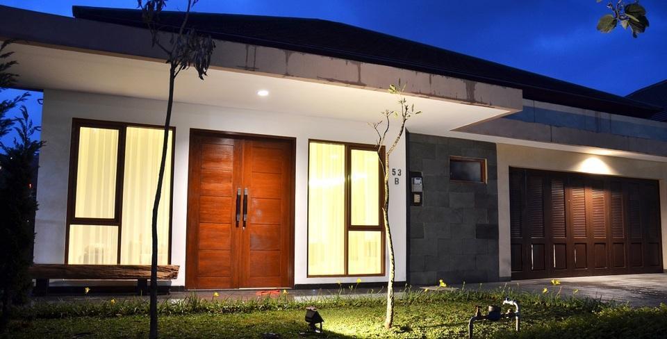 7 BR Pool Villa Dago Hill View Bandung - Font