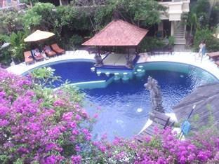 Adirama Beach Hotel Bali - Kolam renang yang bentuknya