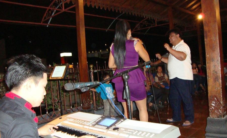 Gloria Amanda Hotel Yogyakarta - hiburan musik dan menyanyi