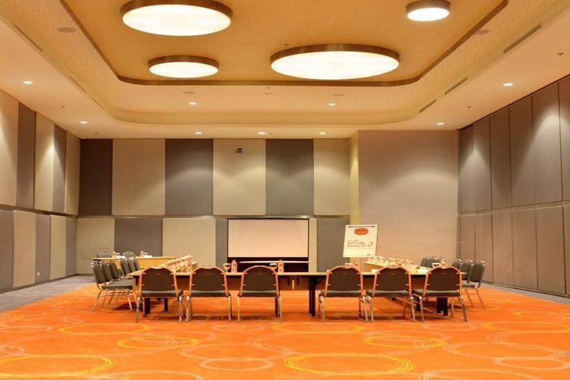 Hotel HARRIS  Bekasi - Ruang Rapat