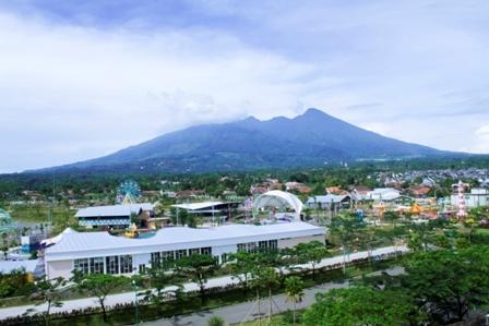 Padjadjaran Suites Resort Bogor - pemandangan gunung