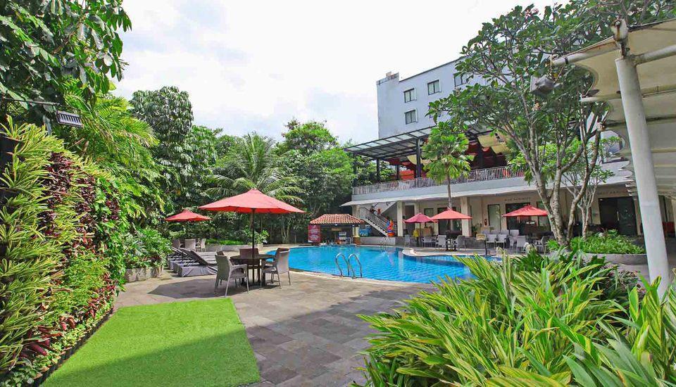Padjadjaran Suites Resort Bogor - Pool