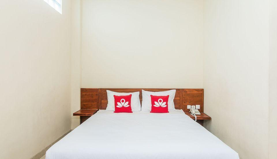ZenRooms Denpasar ByPass Suwung Bali - Double Room Only Special Promo