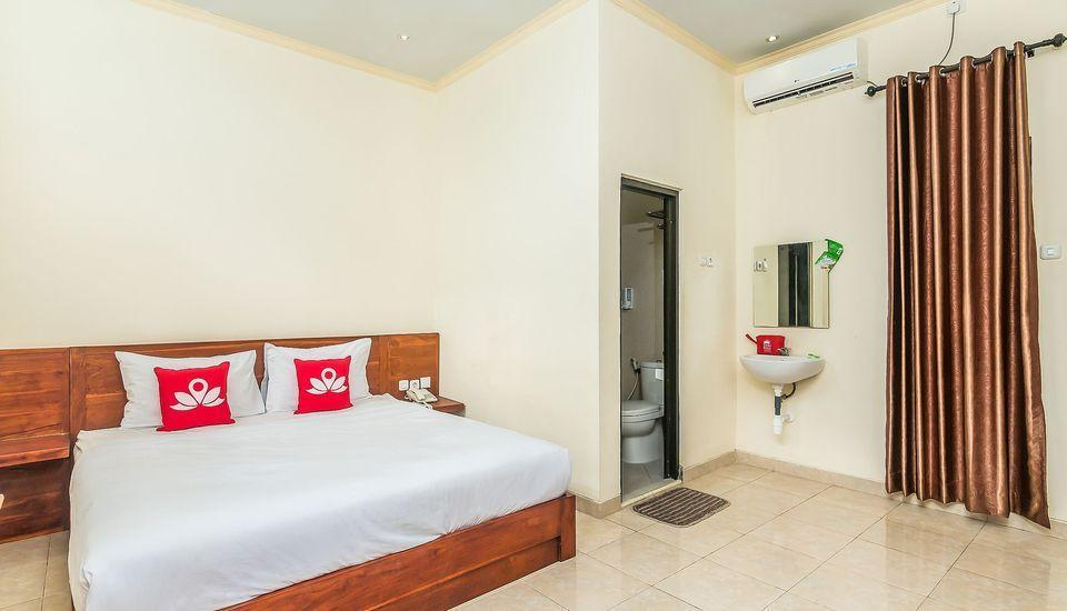 ZenRooms Denpasar ByPass Suwung Bali - Double Room Only Regular Plan