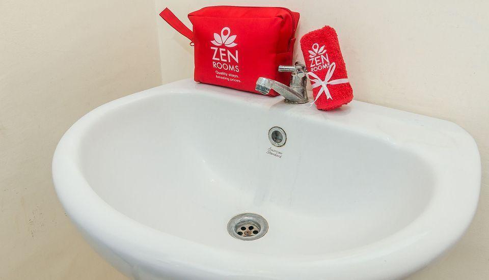 ZenRooms Denpasar ByPass Suwung Bali - Kamar mandi