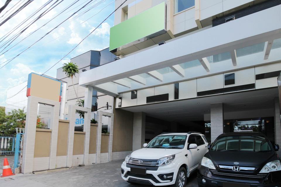 Airy Taman Remaja Kusuma Bangsa Surabaya - Hotel Front