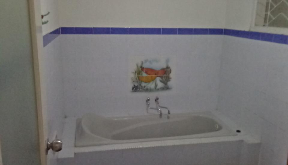 Villa Rini Malang - kamar mandi vip