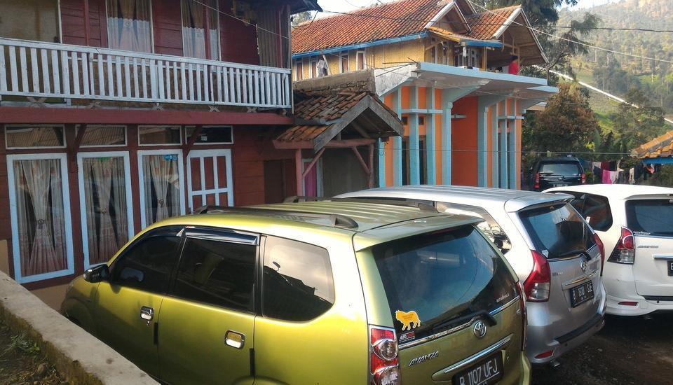 Darajat Homestay Garut - Parking Area