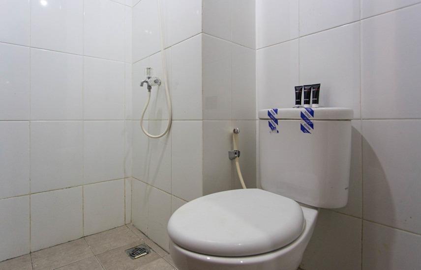 RedDoorz Apartment @City Light Ciputat Jakarta - Kamar mandi
