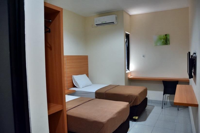 La Riss Guesthouse Makassar - Superior Twin Bed Promo