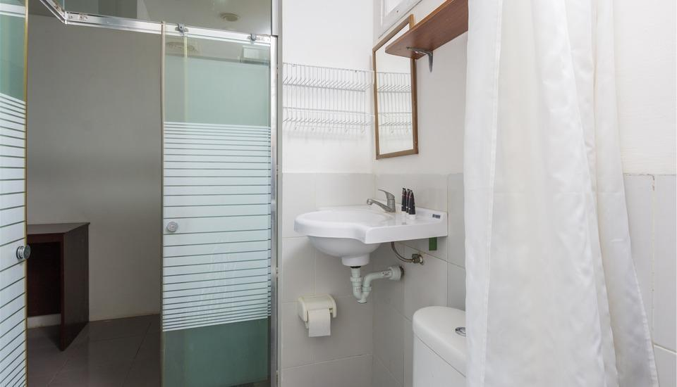 RedDoorz @Beraban Seminyak - Kamar mandi
