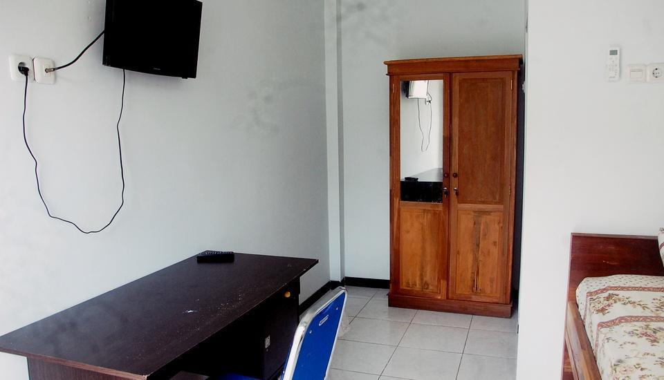 Kost By U Semarang - Kamar tamu