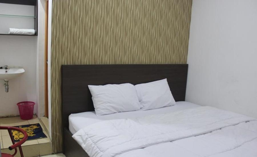 Bugs Guest House Tegal - Deluxe Room Regular Plan