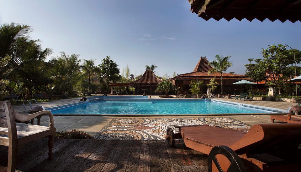 Balemong Resort Semarang - Kolam Renang 1