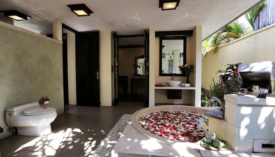 The Sanyas Suite Bali - Kamar mandi di Villa Deluxe Suite