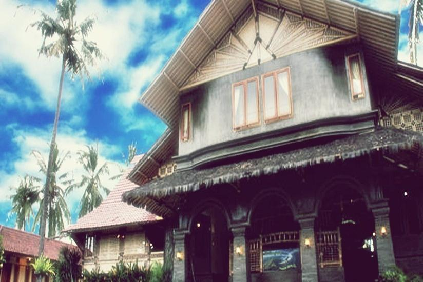 Hotel Mahkota Plengkung - Tampilan Luar Hotel