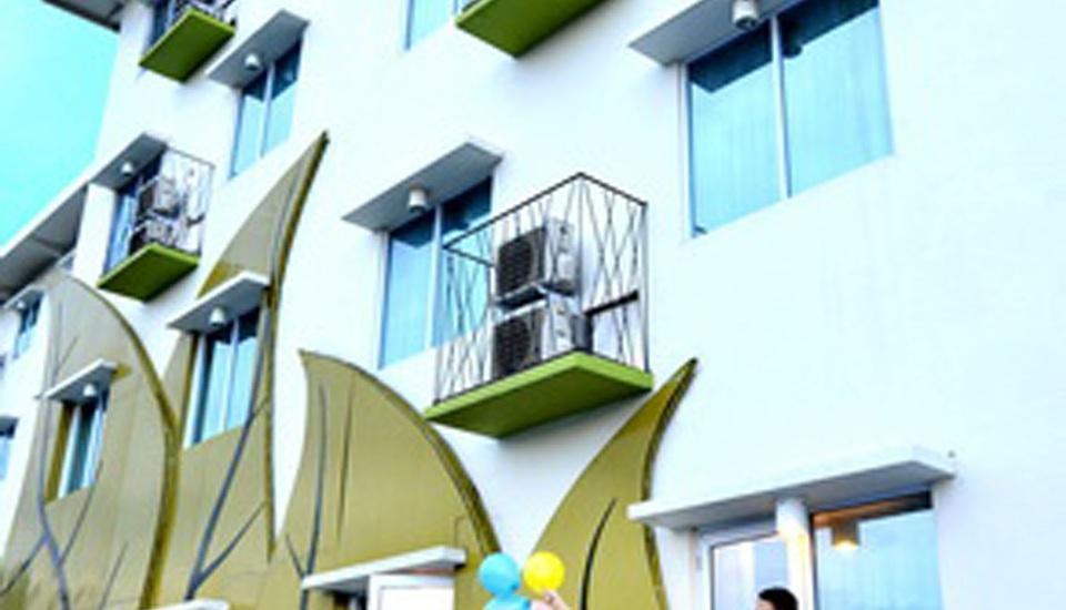Angkasa Garden Hotel Pekanbaru - Deluxe room with balcony