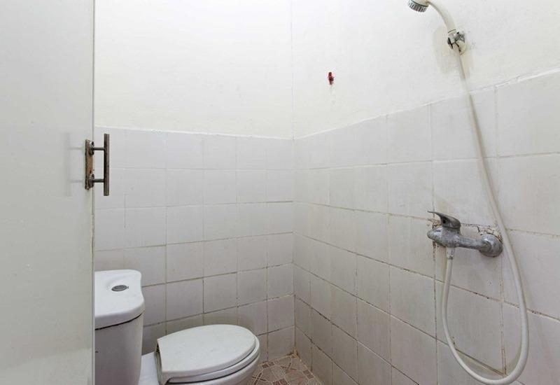 RedDoorz @Duren Tiga Barat Jakarta - Kamar mandi