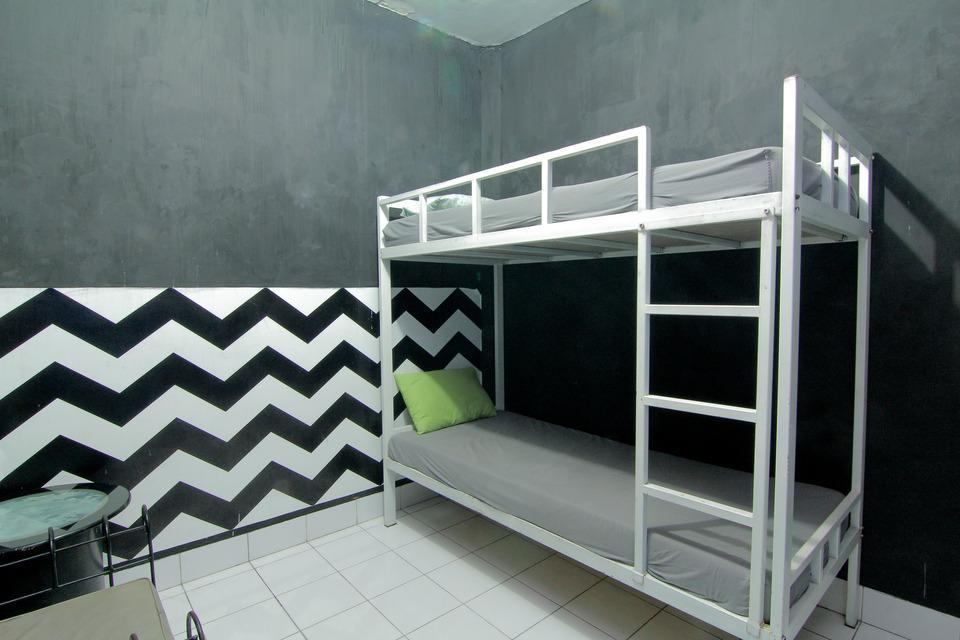 Hostel Backpacker 44 Yogyakarta - Bunk bed Private Bathroom